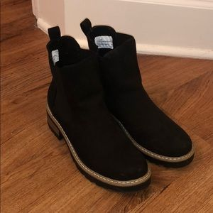 Universal Thread Suede Chelsea Boot